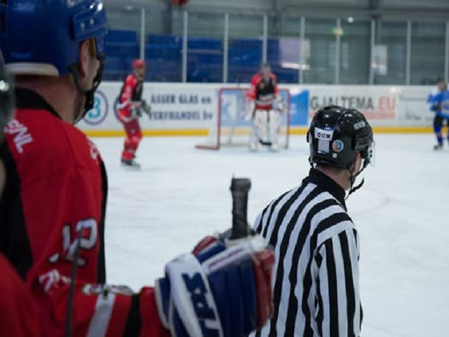 Domare på ishockeyrink